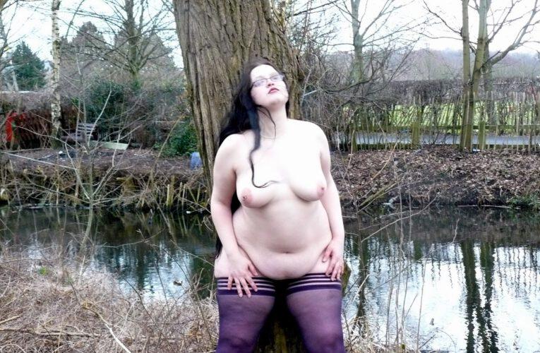 BBW Babe Nude In Public